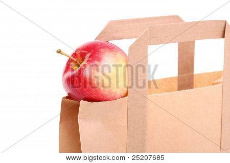 Sacos do presente marrom e Apple isolado de compras