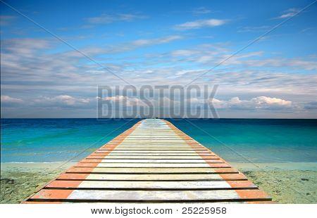 Vista al mar en un puente