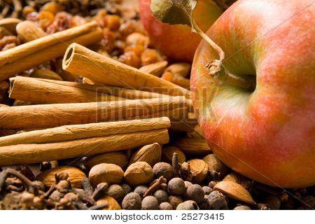 Winter flavors with apples, cinnamon sticks, almonds, raisins and allspice