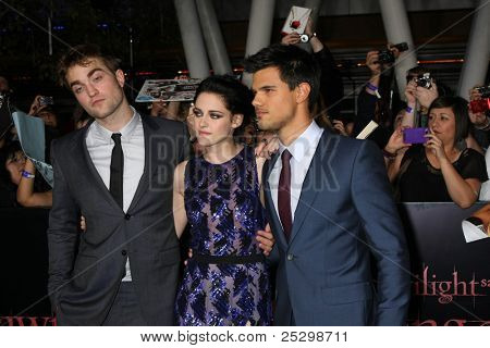 LOS ANGELES - NOV 14:Robert Pattinson, Kristen Stewart, Taylor Lautner arrive at the