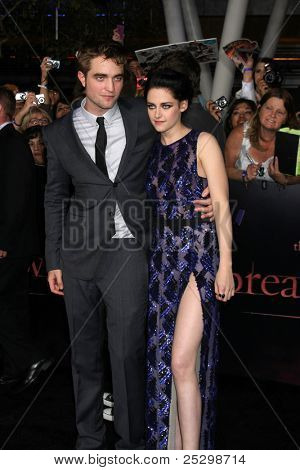 LOS ANGELES - NOV 14:  Robert Pattinson, Kristen Stewart arrives at the
