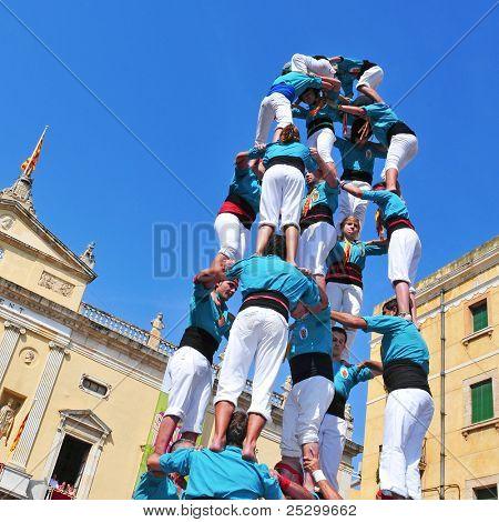 TARRAGONA, Espanha - 23 de setembro: Castells em 23 de setembro de 2011 em Tarragona, Espanha. Em setembro