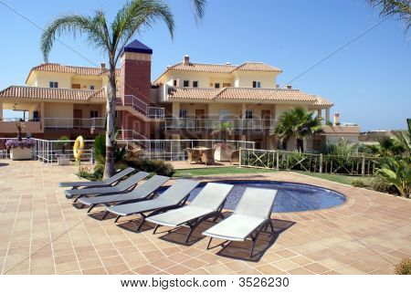 Holiday/ Vacation Apartments In Spain & Swimming Pool
