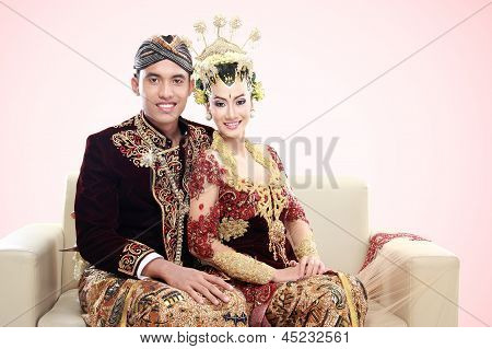 Traditional Java Wedding Couple