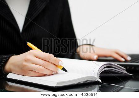 Escritura de empresaria.