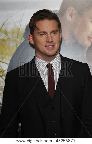 LOS ANGELES - FEB 1: Channing Tatum arrives at the premiere of 'Dear John' held at the Grauman's Chinese Theater in Los Angeles, California on February 1, 2010