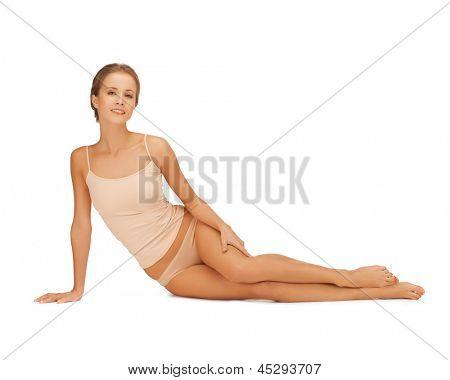 Bild der schönen Frau in Beige Baumwolle Unterwäsche