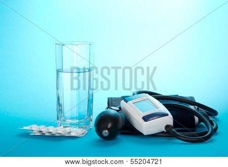 Tonometer, medicament and glass