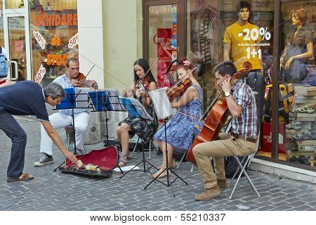 Sttring Quartet Playing Dowtown