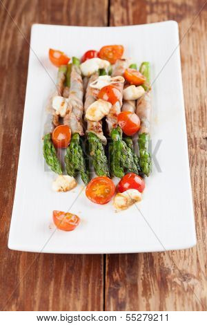 Grilled Asparagus With Prosciutto, Mozzarella And Cherry Tomatoes