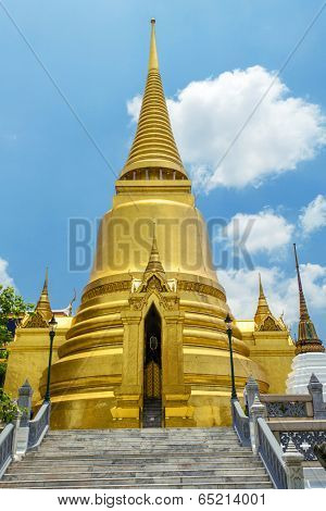 Golden Stupa in Wat Phra Kaew. Grand Palace, Bangkok, Thailand