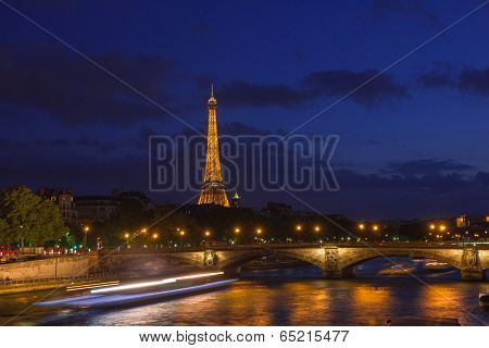 PARIS - MAY 9: Cityscape of Paris with Eiffel Tower (Tour Eiffel) and Pont Alexandre III at night il