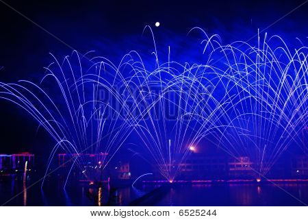 Fogos de artifício na água