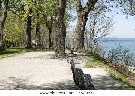 empty park benches with a view over the lake