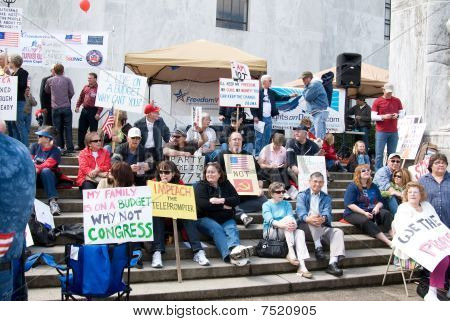 Tea Party protesters at the Oregon State capital
