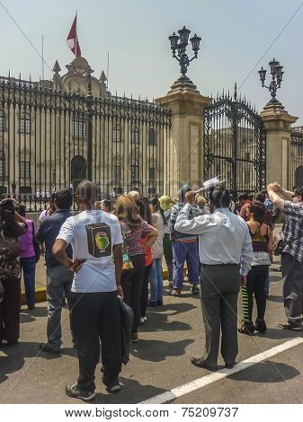 Sunday Celebration In Parade Gorudn In Lima