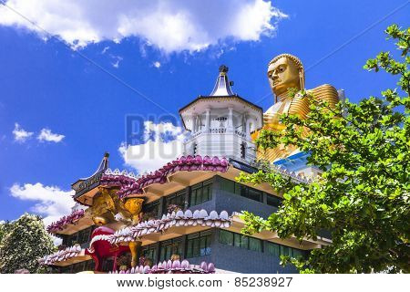 holly temple in Dambula, touristic attraction, Sri lanka