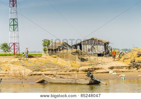 CHAU DOC, VIETNAM - JANUARY 2, 2013: Rural life in Vietnam -Small farm and its inhabitants at the riverside of Bassac River