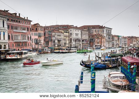 Day View Of Canal In Venic From Rialto Bridge