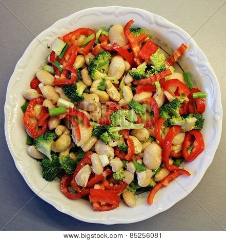 Bean and fresh vegetables salad