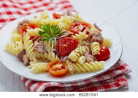 Healthy tuna and tomato pasta