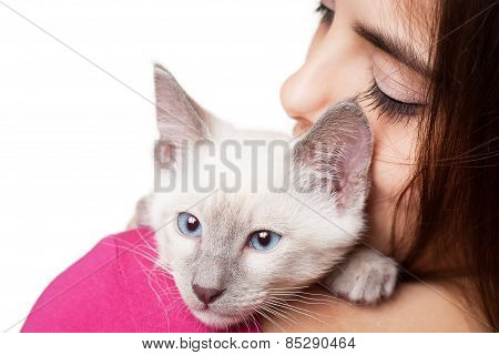 Brunette Beauty With Cute Kitten.