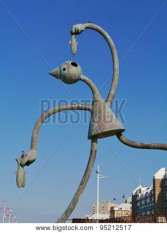 Bronze sculpture in Scheveningen