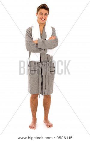 Hombre en bata de baño