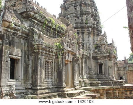 Interior Of A Khmer Place With Building In Ruins, Bakong, Angkor Temples, Cambodgia