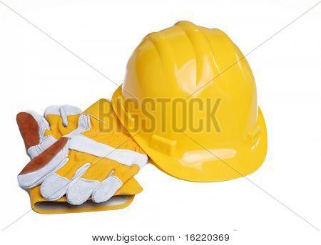Schutzhelm mit industriellen Handschuhe isoliert vor weißem Hintergrund.