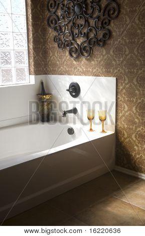 Baño de lujo con champagne y copas