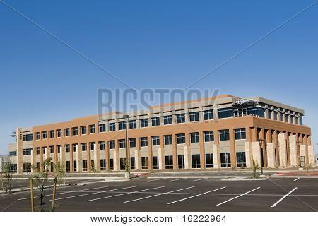 Moderno edificio de comercial