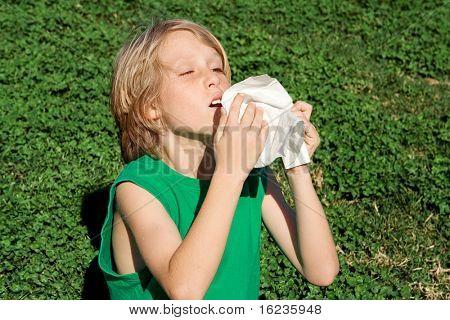 allergy,boy sneezing