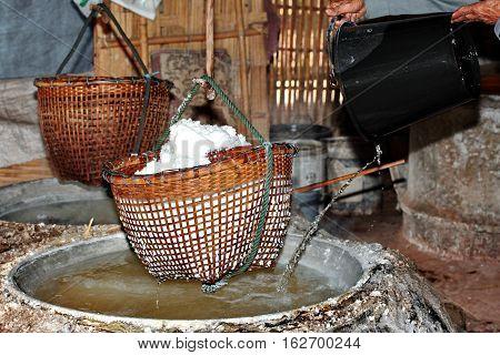 Lapping  Crystallized Salt From Boiled Saltwater To Dried .