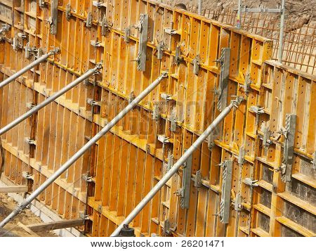 Deep excavation falsework