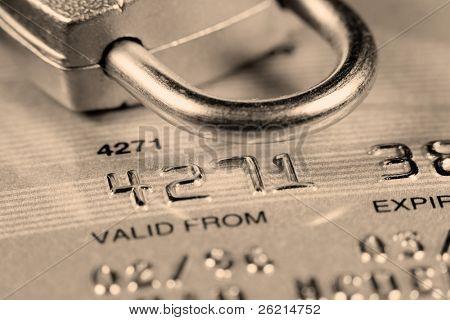 Cerca de una tarjeta de crédito o débito para el fondo de seguridad