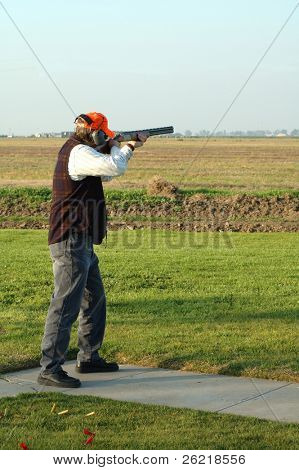 A left-handed shotgun shooter on the trap range