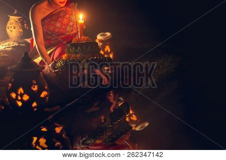 Loy Kratong Traditional Festival Loy