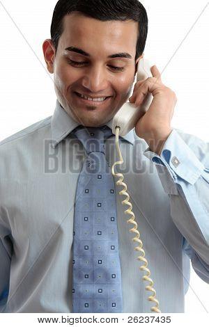 Empresário de comunicação por telefone