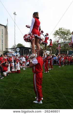 Ohio State cheerleaders perform for the crowd before the game