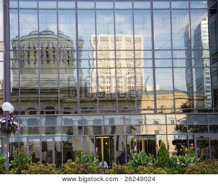 Reflexão da Assembléia Legislativa Ohio em Columbus, Ohio