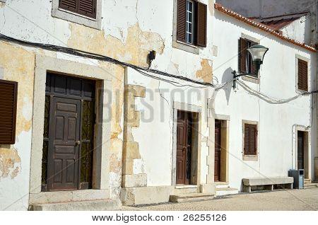 alten traditionellen weißen Häusern