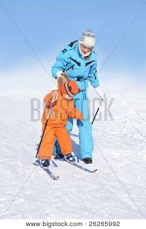 mother teaching the ski her kid