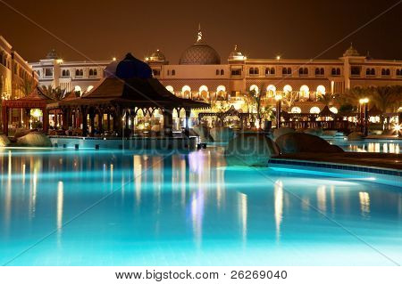 Resort Pool am Abend