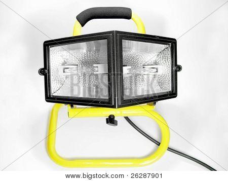 Luz de color amarillo y negro de trabajo aislada sobre fondo blanco