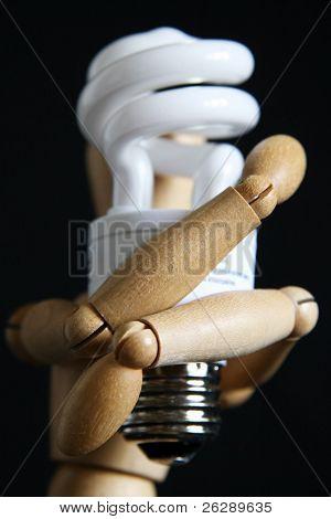 Woody manikin holding light bulb