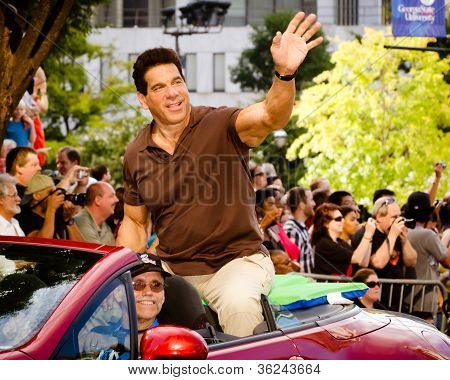 Lou Ferrigno waves to the crowd at the annual DragonCon parade