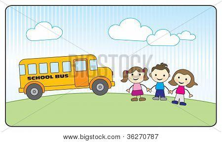 Três crianças de escola, segurando as mãos e ônibus escolar amarelo
