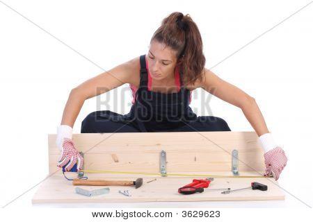 Carpintero de la mujer en el trabajo