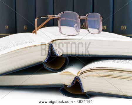 Libros y gafas